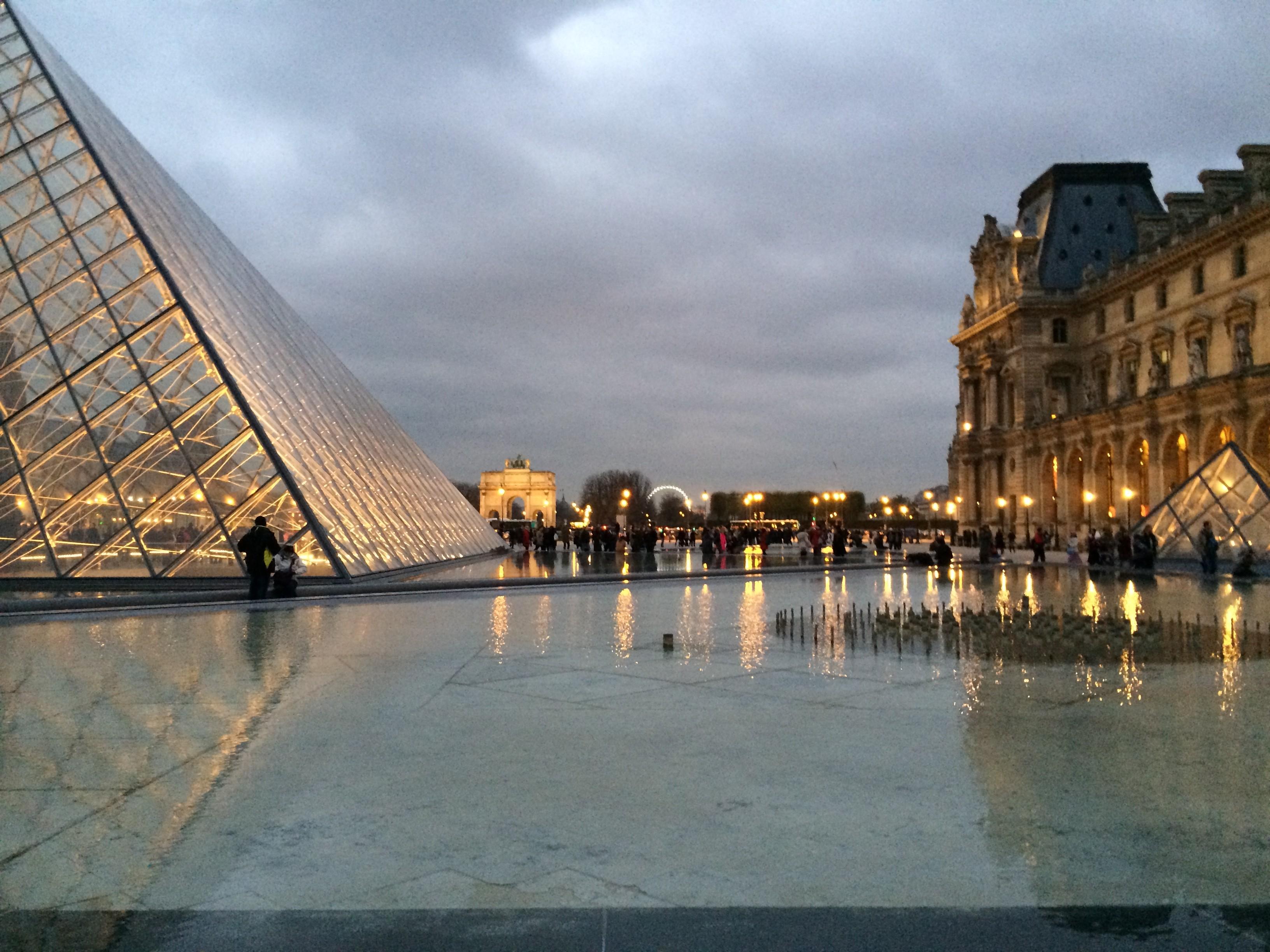 Louvre, Carousel de Pyramid
