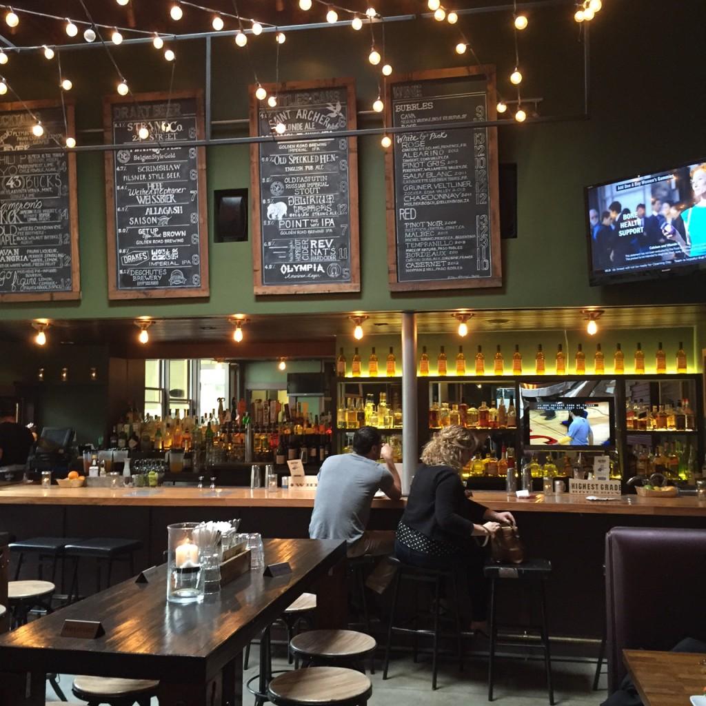 Mud Hen Tavern Bar