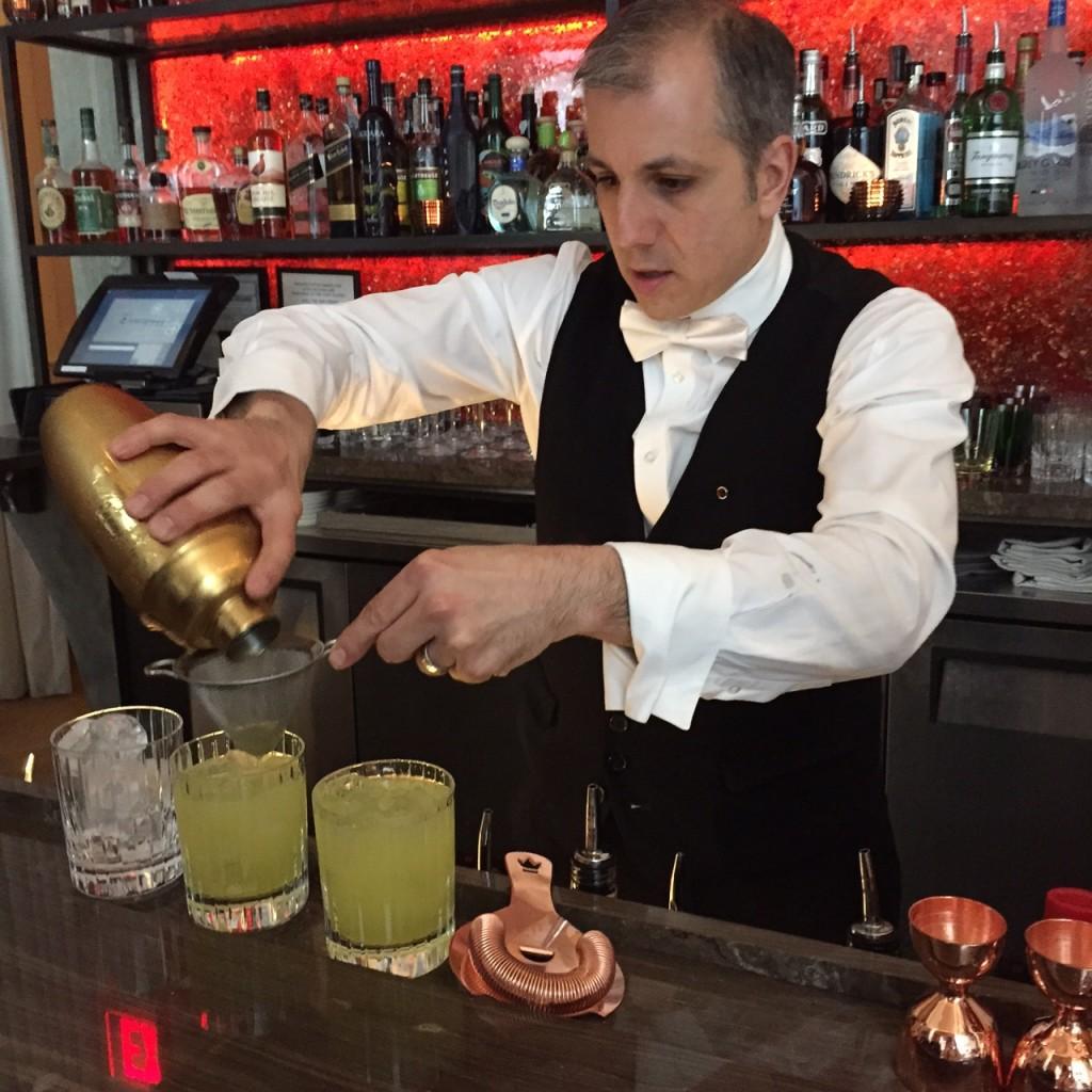 John, Chevalier Bartender