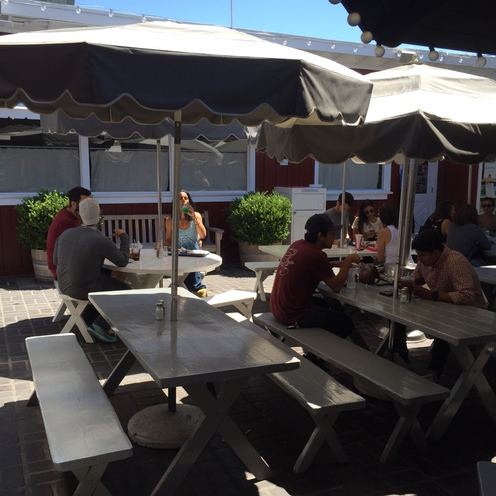 Outdoor Dining, The Brentwood Country Mart