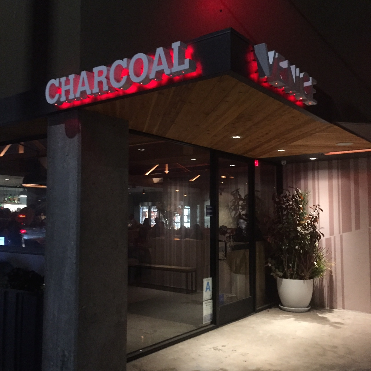 Dining: Charcoal Venice Is Cookin'…