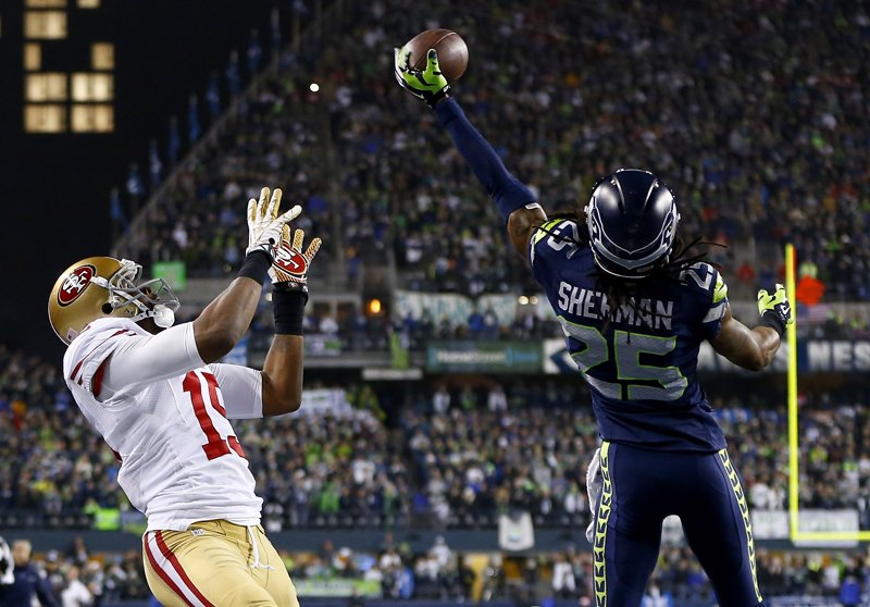 Michael Sherman Tips the ball Away From Michael Crabtree Phot: Ferrey/Getty Images