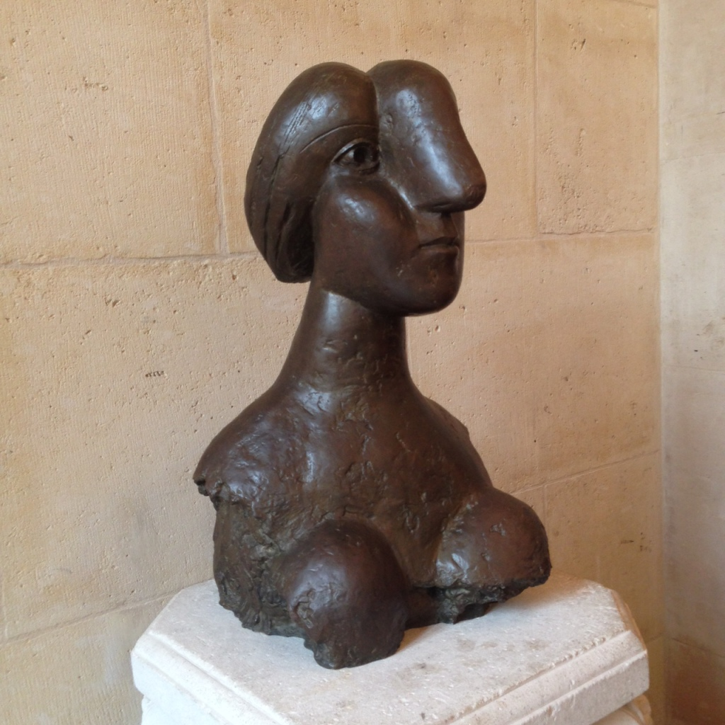 pic sculp woman with big nose